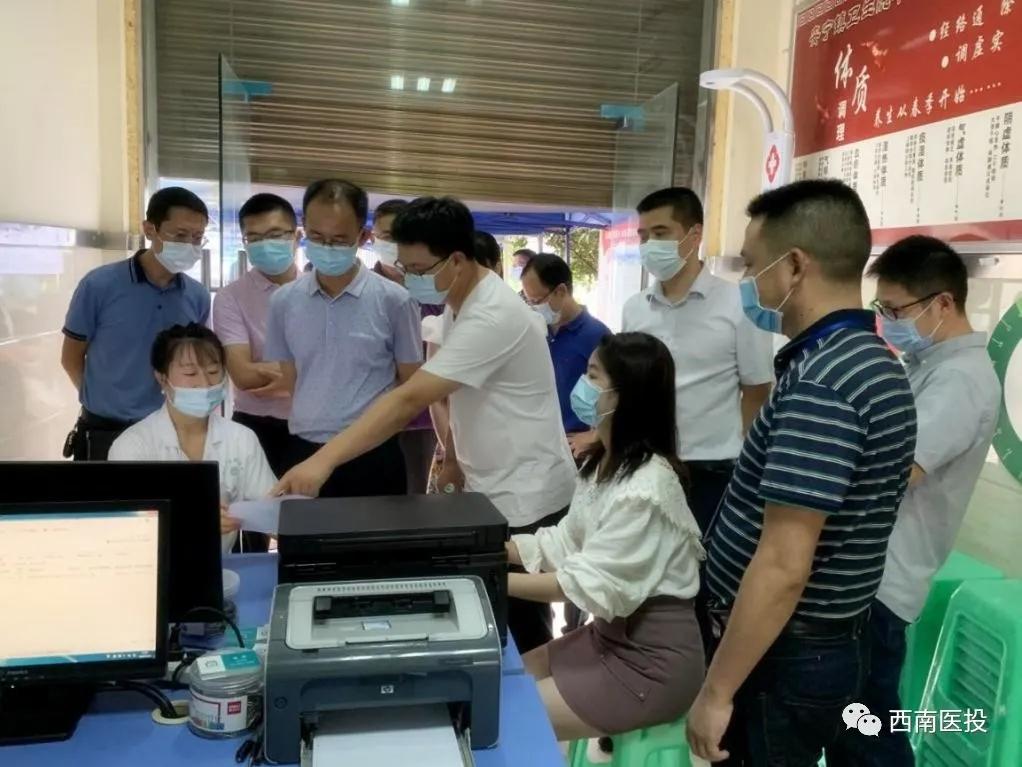 市卫生健康委领导调研全民健康信息无纸化体检项目