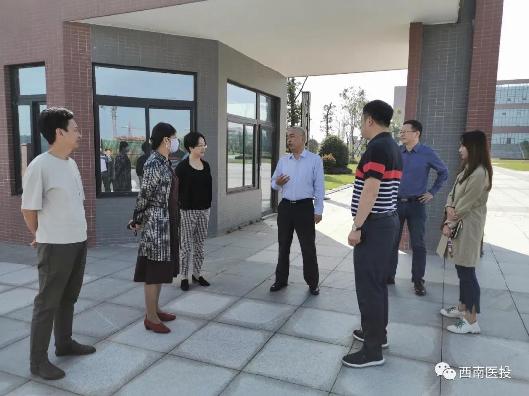 市政府副秘书长胡晓玲率队调研泸州医疗器械职业学院