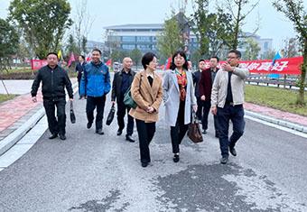 市政府副秘书长胡晓玲率队考察资阳口腔职业学院